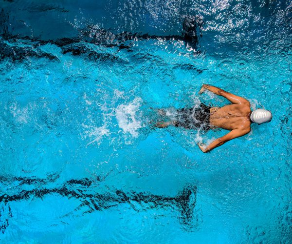 person-swimming-on-body-of-water-863988